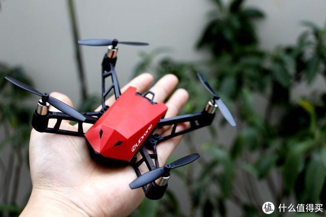 意念真的能控制无人机进行飞行?UDrone意念无人机上手真实体验