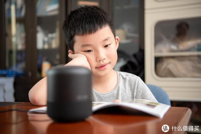 """家里的""""十万个为什么问题儿童""""全由它搞定——小度人工智能音箱1S"""