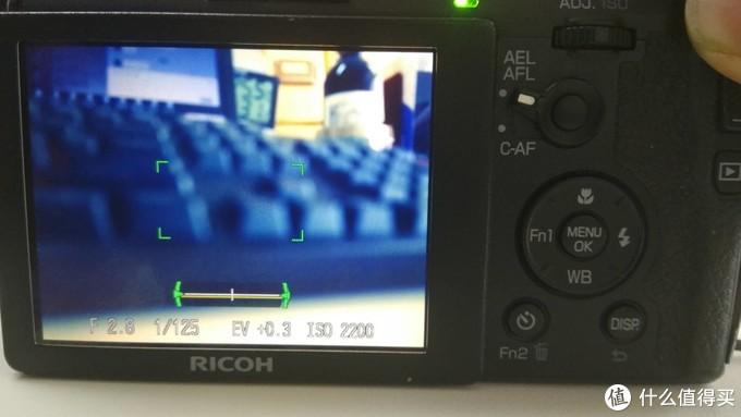 通过回放,还是可以切换到照相界面,然而对不上焦,快门也摁不下。