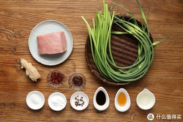 蒜薹这样做好下饭,鲜香入味特好吃,配三碗米饭不嫌多