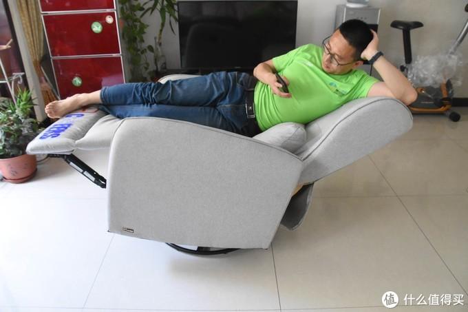 坐、卧、躺、趴,满足你能想到的每一个动作,芝华仕布艺多功能沙发窝椅的舒适体验