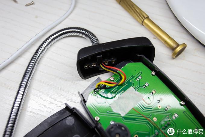 传感器为三芯线,也与主板焊接连接