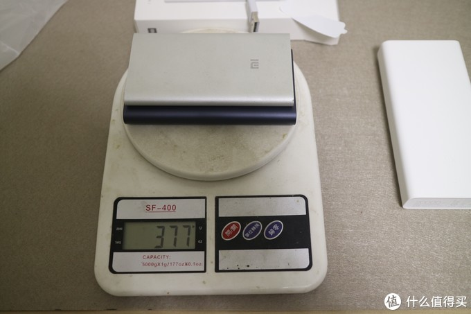 体积更小、手感更好 - 小米移动电源2C 20000毫安