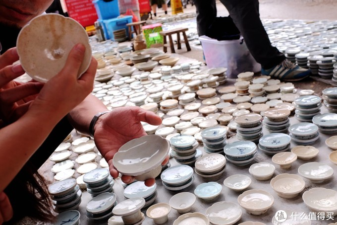 一起去的朋友挑了20个青白瓷的碗碟底儿