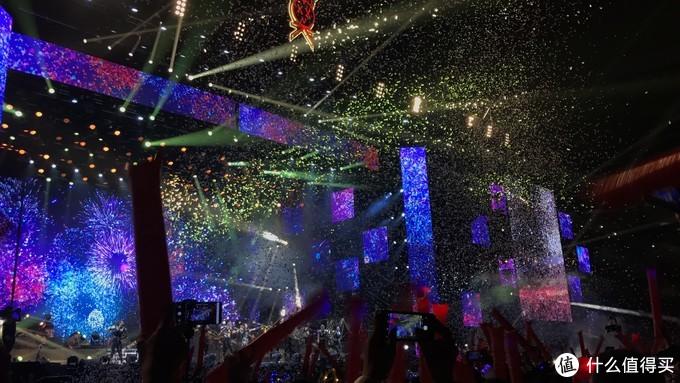 在中场与莫后相遇-绝色莫文蔚25周年巡回演唱会杭州站简记
