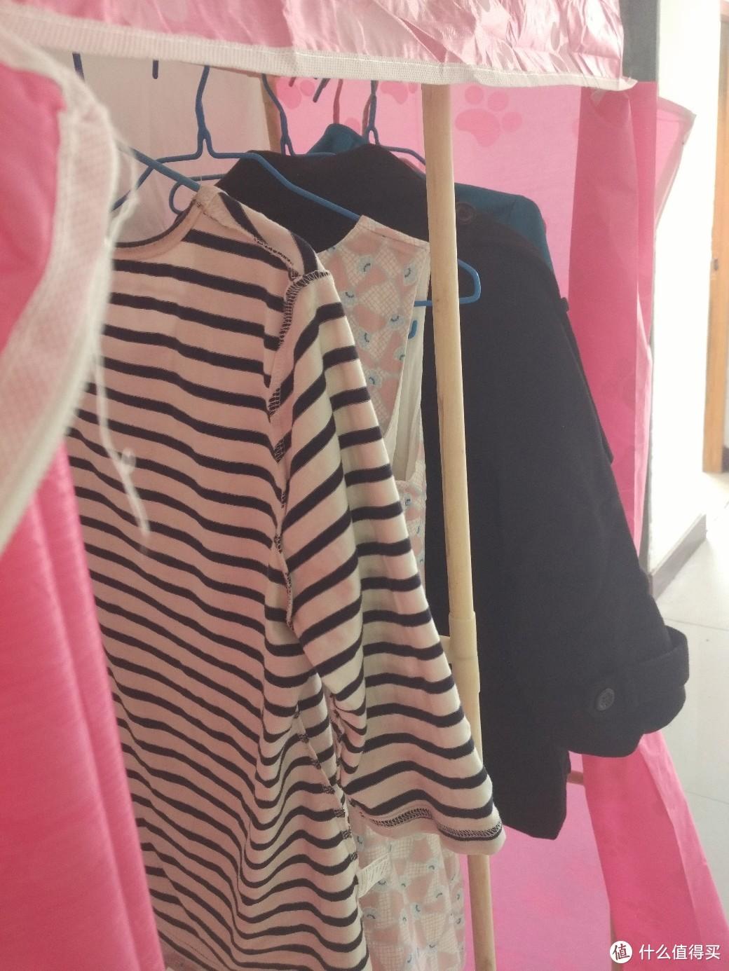 袖子伸出了衣柜