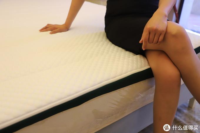 爱和床垫一个都不能少,嗯,上床感受下菠萝斑马才是真的