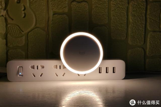 yeelight感应夜灯:超低功耗、渐亮开灯、双模式切换