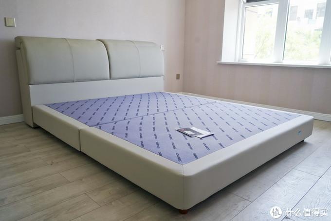 床与她,床上的生活,选择它没后悔:喜临门头层牛皮软床+亚丁床垫