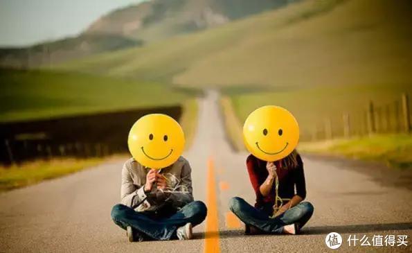 一起并肩刷牙,在相同的频率中享受两个人的专属幸福