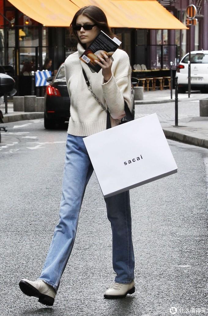 太瘦了怎么搭配?18岁超模凯雅瘦成纸片人,用2个方法穿出好身材!