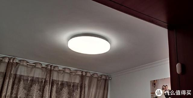 Yeelight吸顶灯:双模式主灯、真彩色副灯、小爱同学控制
