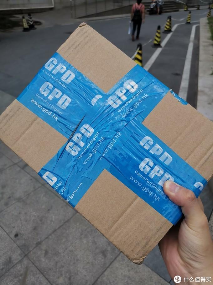 裹着GPD logo胶带的顺丰包裹