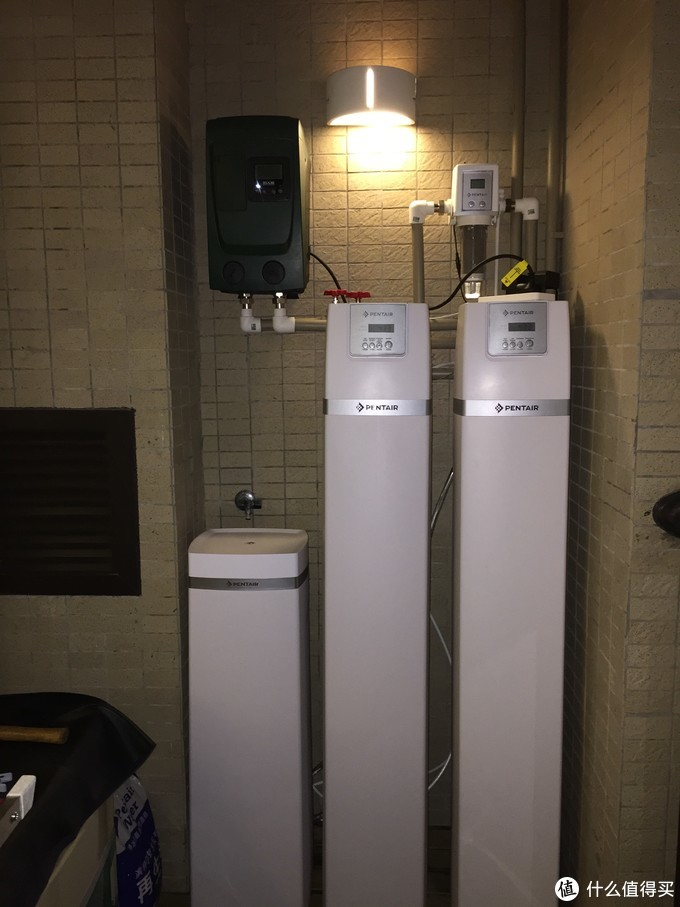 300平方的小别墅,用一台戴博的增压泵,滨特尔的自动前置,滨特尔3吨的中央净水,滨特尔3吨的中央软水,使用起来最安心,也最舒服。