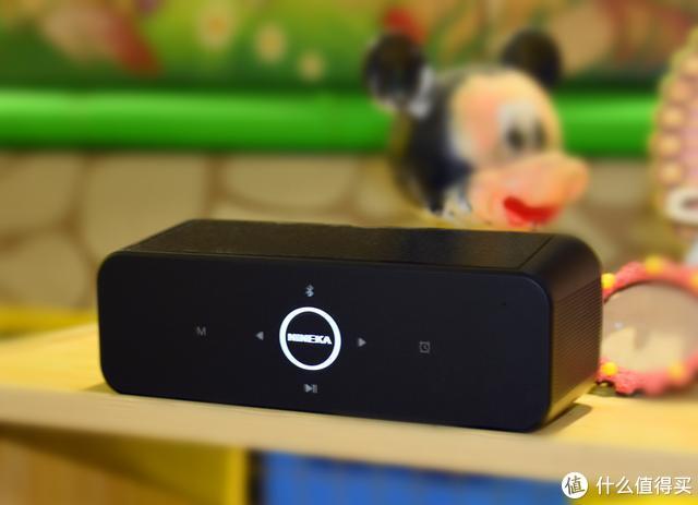 大显示屏+360度立体声效,南卡B1音箱闹钟床头上的数码产品