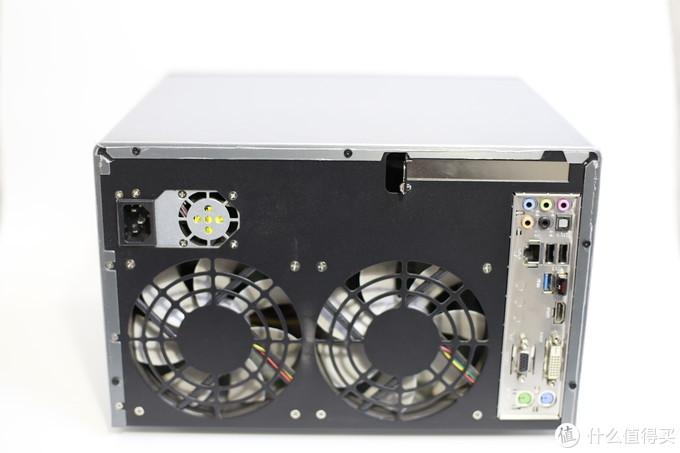这是背面图,我买的是810,不带A,只支持ITX主板,主板右置,电源在左上方
