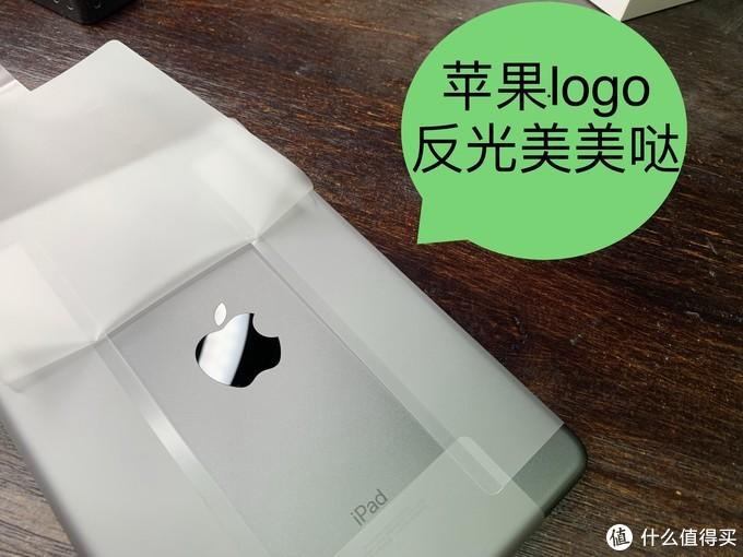 我买的灰色的,苹果logo是黑色的,