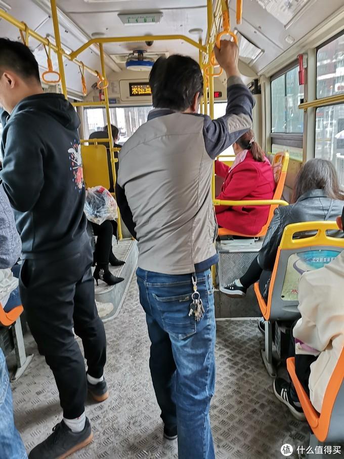 感受下乌市的公交