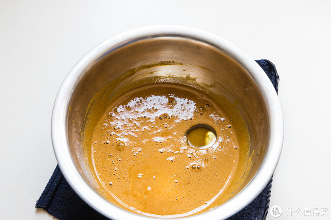 加入玉米油搅匀