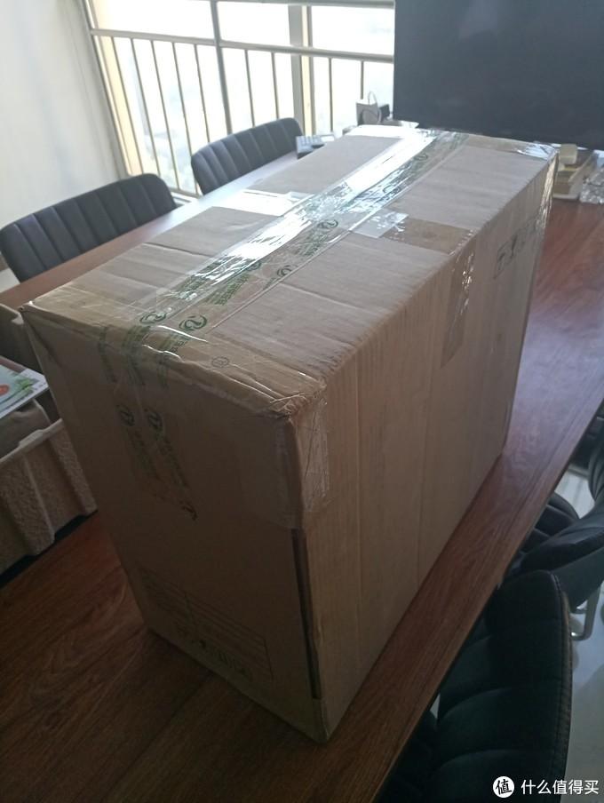 说开箱咱就是真开箱,首先出场的就是刚收到的快递包装----这货怎么也两万多了,包装真不咋地啊,还没我在ZDM上4.9元买的LED灯包装好呢