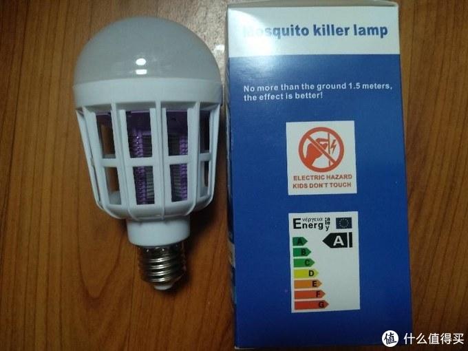 将楼道里的白炽灯替换为灭蚊灯泡(拒蚊子于大门千里之外)一边照亮一边灭蚊