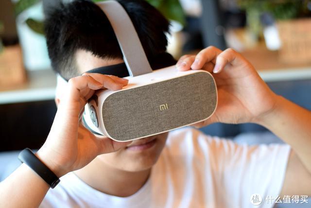 专为电影爱好者设计,小米推出新品头戴,在家也能享受巨幕