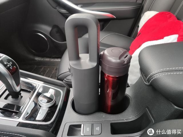 小巧便携、强劲吸力、可无线手持的车载便携吸尘器