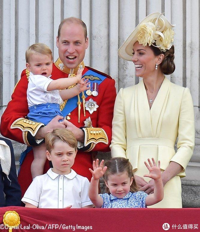 凯特王妃终于高调,三年前旧衣新穿,美到发光