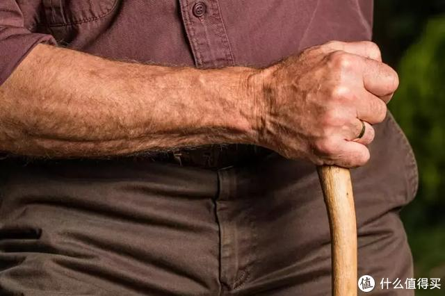 给父亲的保险方案:如何利用保险延续做父亲的责任?