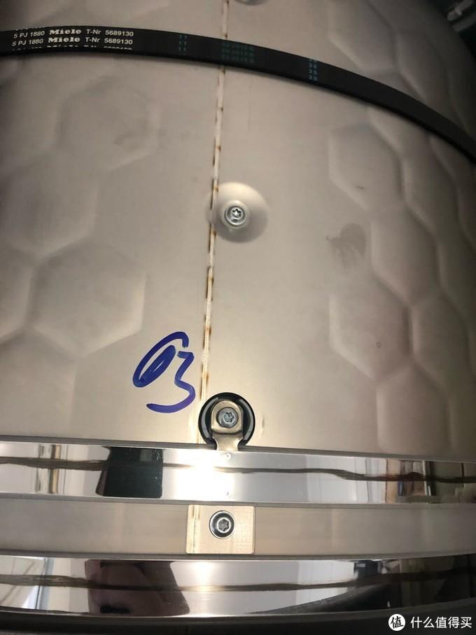 两个电极 一个连接湿度传感器 一个连接桶壁 从原理上比西门子的科学