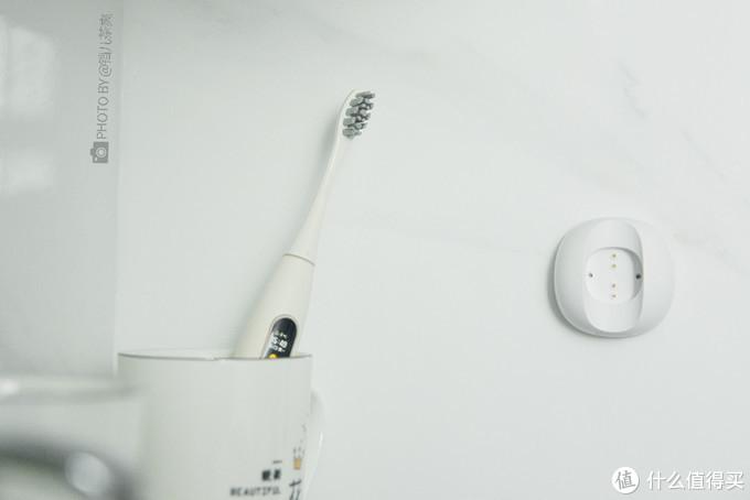 """首款彩色触控屏智能电动牙刷体验,脱离手机蓝牙才是真的""""智能"""""""