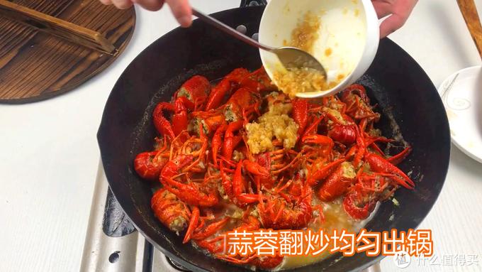 不加水的金汤蒜蓉小龙虾做法,汤汁金黄虾仁Q弹,秘制配方快收藏