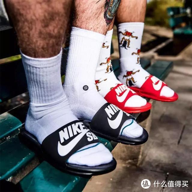 当拖鞋成为街拍利器,潮流真的很简单!