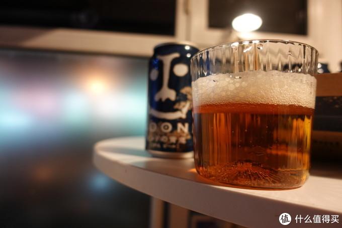 青鬼相机原图,酒液颜色很美。
