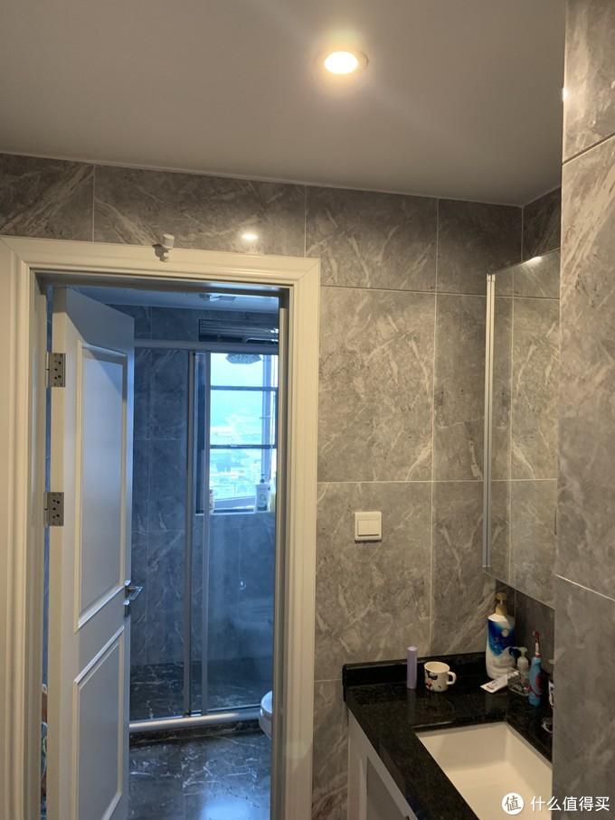 比如次卫外面的洗漱间和我家细长的厨房
