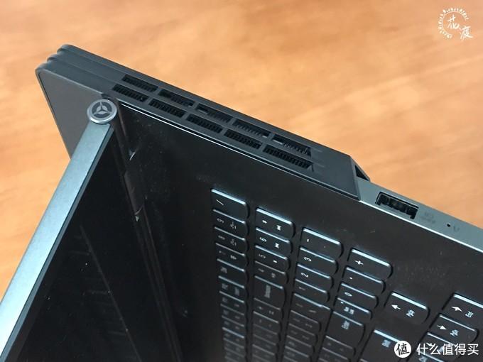 右侧接口依次为一键恢复、USB 3.1 Gen1(支持关机充电)