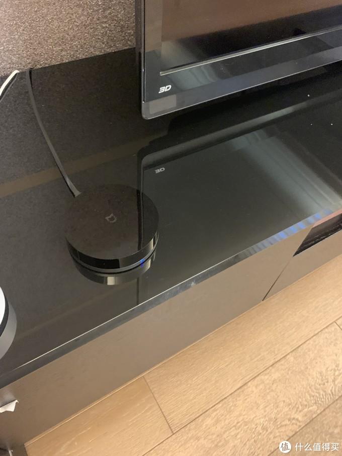 在客厅装个小米的万能遥控器就可以语言控制开电视和客厅空调