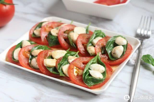 番茄别再炒蛋了,加这种奶酪拌着吃,奶香浓郁,爽口开胃