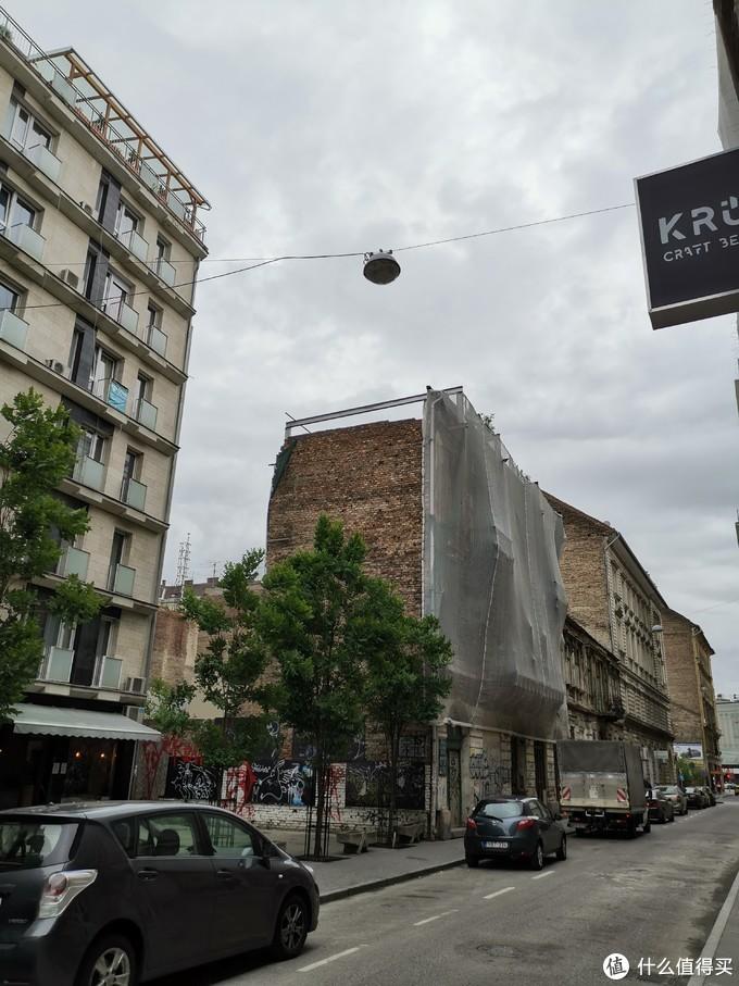 路过的破烂房子,布达佩斯到处都是类似的房子