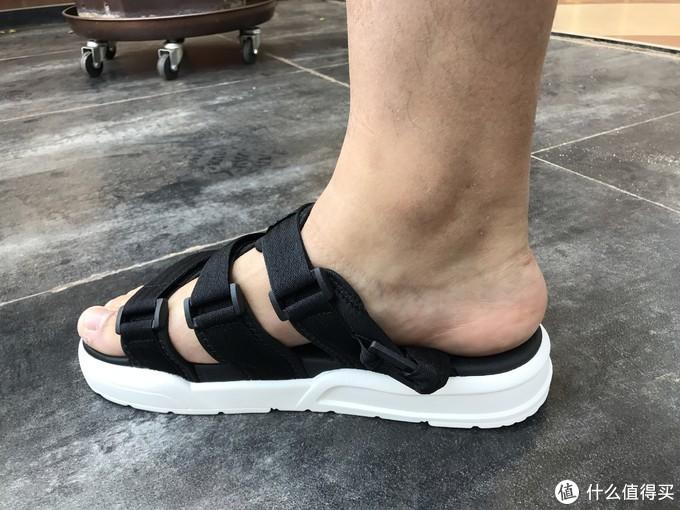 夏天你需要考虑一款凉鞋——李宁 轻便魔术贴凉鞋