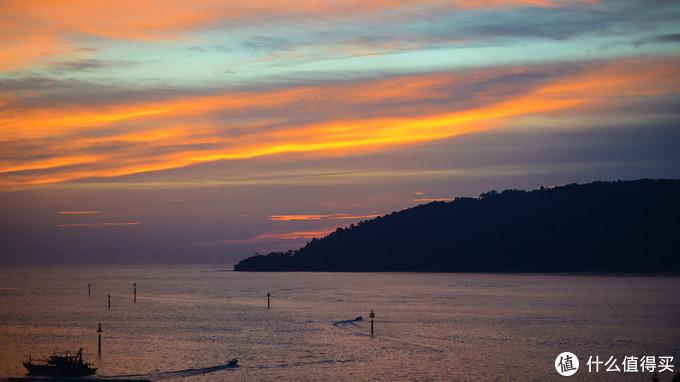 亚庇豪丽胜酒店顶层海景房的海上落日