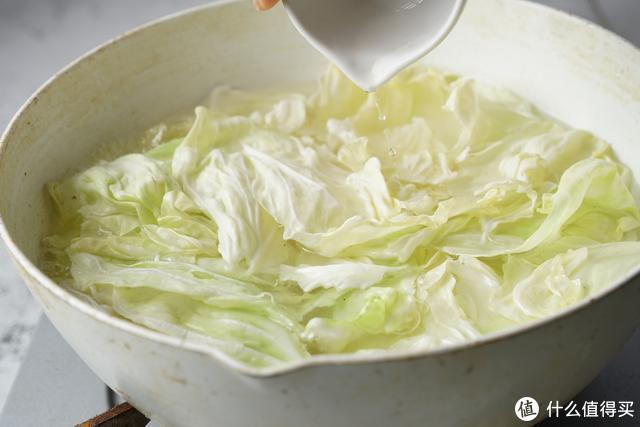 卷心菜就喜欢这么吃,酸辣开胃,食欲满满,隔三差五就做