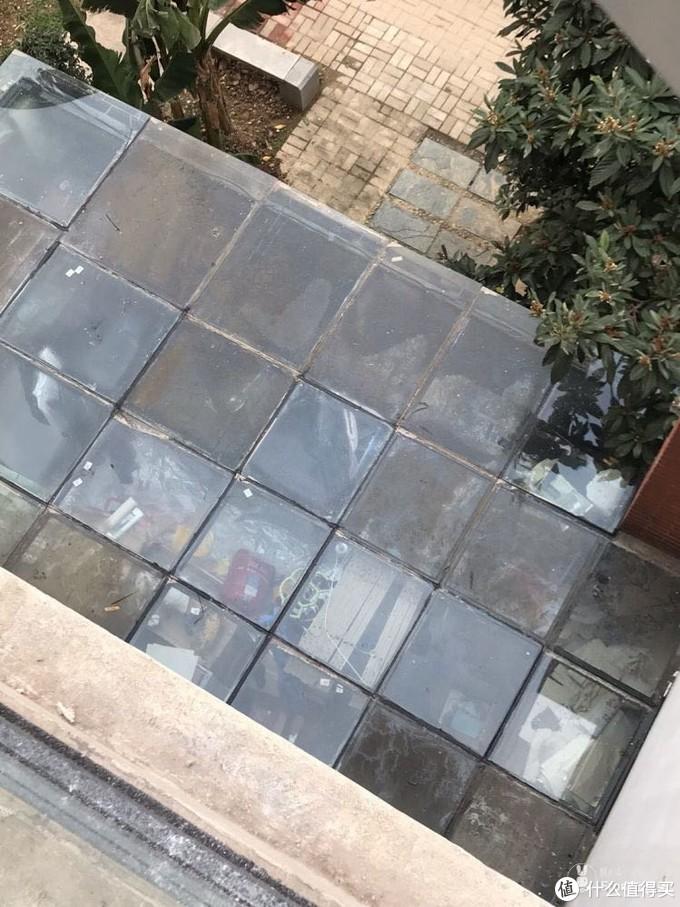 邻居喜提十一块新玻璃