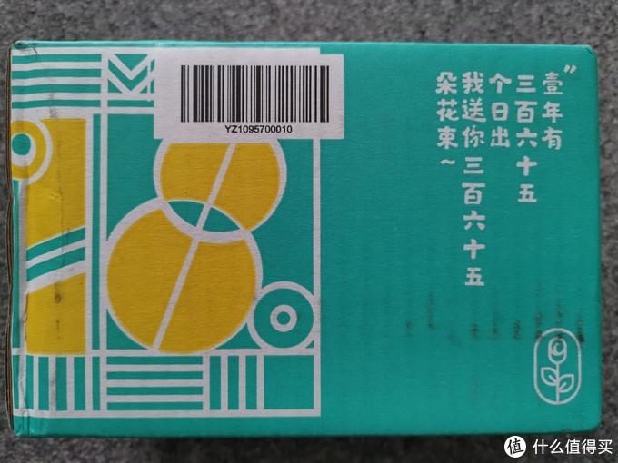 使用京东快递发货,有个性的包装箱。