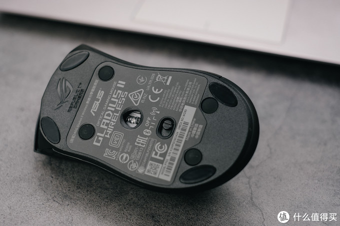 随心所欲更换微动:ROG Gladius II无线三模游戏鼠标