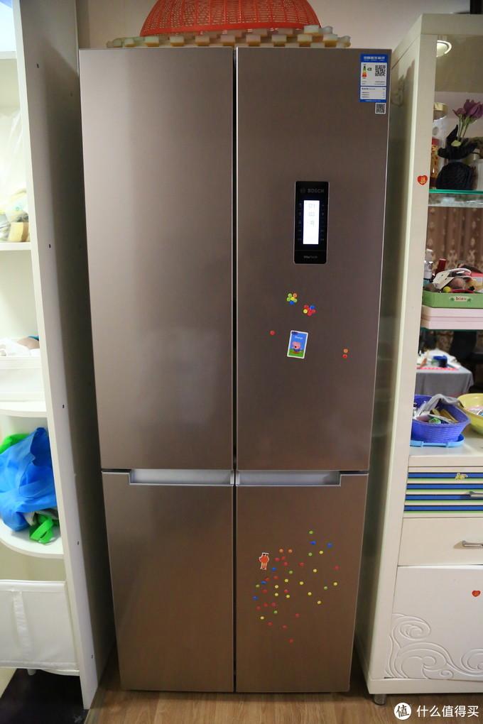 冰箱上的贴花是小丫头从老冰箱上扣下来的