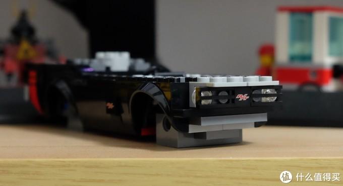 车标R/T和侧面一样是印刷件。