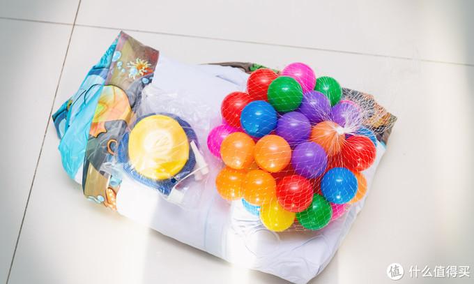 17元包邮还送海洋球的游泳池是什么体验?