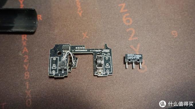 (微动已被取下,注意电路板上微动位置画的小方框,中间针脚旁的小长方形是标识出微动的方向,按点位置朝向,不要装反)