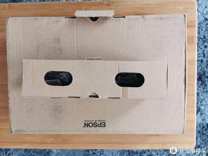 你看的没错,这就是上图,最左边那两个洞洞的盒子,这样看,有没有像凝望深渊的双眼?
